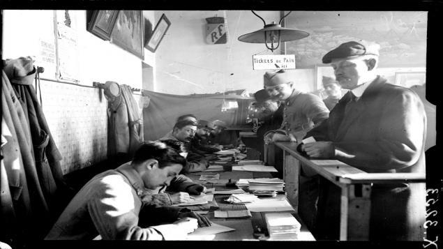 Centre administratif militaire en 1918 (site franceinfo.fr « 15 décembre 1918, l'épreuve de la démobilisation »)