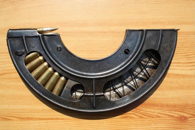 Chargeur en demi-lune pour le tir au Chauchat (site tircollection.com)
