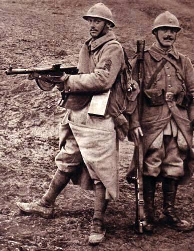 Les nouvelles spécialités de l'infanterie : fusilier mitrailleur Chauchat et grenadier fusilier publié dans le journal L'illustration du 2 février 1918 (site rosalielebel75)