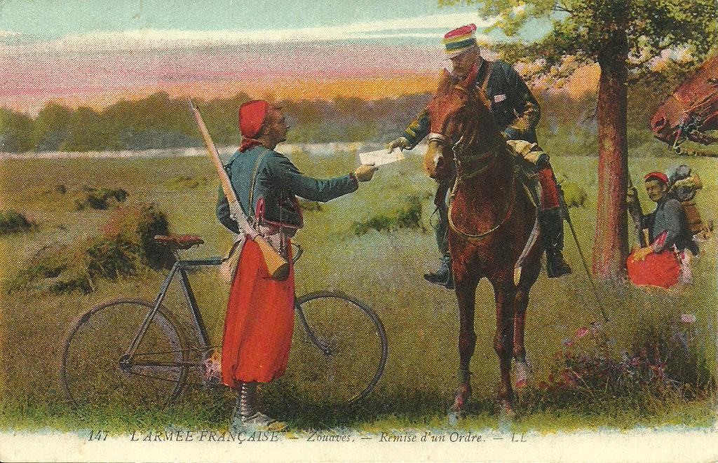 Remise d'un ordre par un zouave à vélo (site cprama.com)