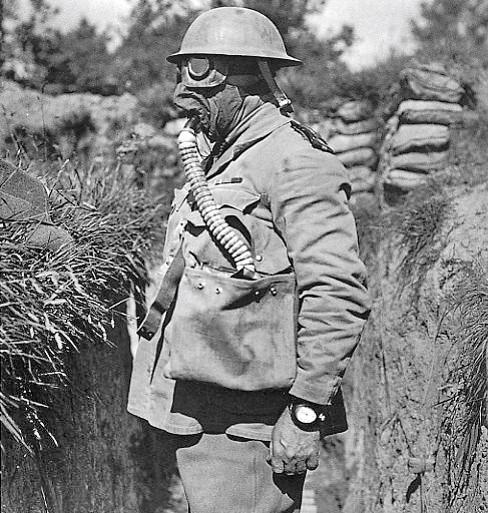 Tommie équipé d'un small box respirator (site Wikimedia.org)