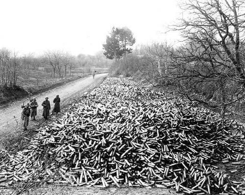 Douilles qui témoignent du nombre d'obus tirés par les Français dans la seule région de Courcy (Marne), au cours de cette unique semaine de bataille (Photo : DR, site humanite.fr)