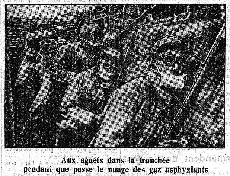 Le Petit Journal du 26 août 1915 : photo de soldats masqués laissant passer les gaz asphyxiants (site geneanet.org)