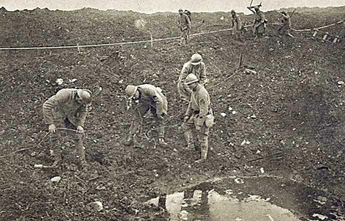 Câble téléphonique (Photographie parue dans Le Miroir le 18 mars 1916, publiée sur le site CRDP de Toulouse)