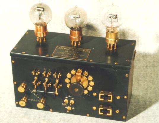 """Poste à galène muni d'un amplificateur """"TM"""" (site scientia-universi.net)"""