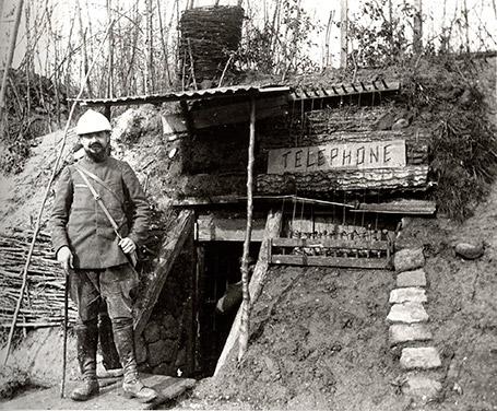 Poste de téléphone des tranchées (site voyageurs-du-temps.fr, page 1122)