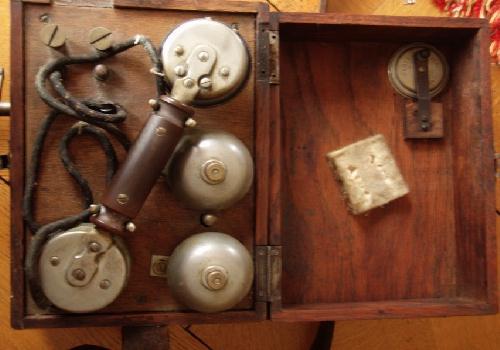 Téléphone de campagne (site voyageurs-du-temps.fr, page 1067)