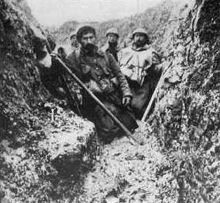 Dans la boue jusqu'aux genoux (site lesfrancaisaverdun-1916.fr)