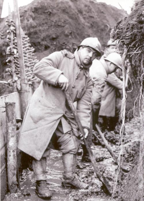 Travaux dans les tranchées françaises (site lescarnetsdefrederic)