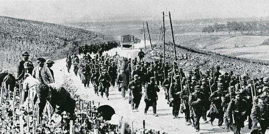 Marche de soldats français en 1914 ou 1915 (site lescarnetsdefrederic)