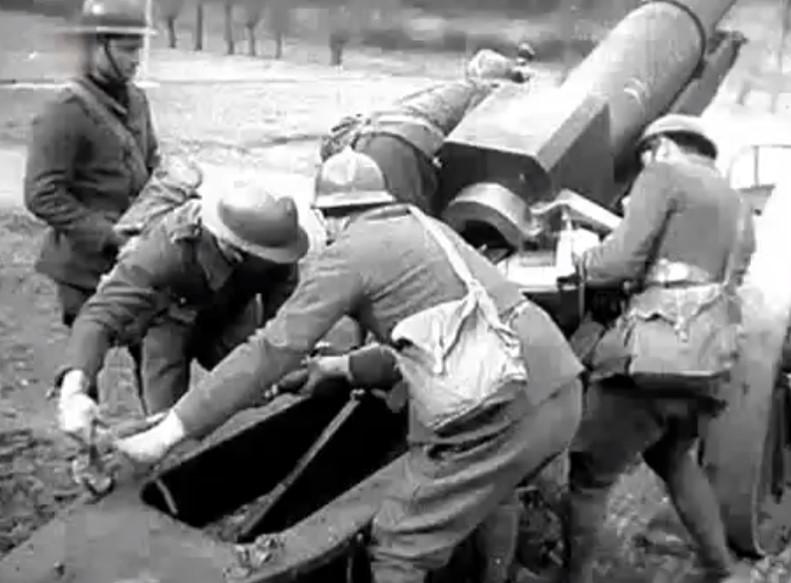 Chargement du canon de 155 L modèle 1917 Schneider (site lanship.info)