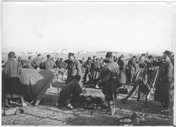 Arrivée des zouaves le 13 mars 1916 sur l'aérodrome de Salonique (site cheminots.net)