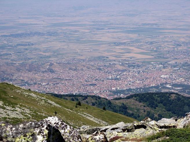 Monastir vu depuis le mont Pelister (site en.wikipedia.org, art. Battle of Monastir)