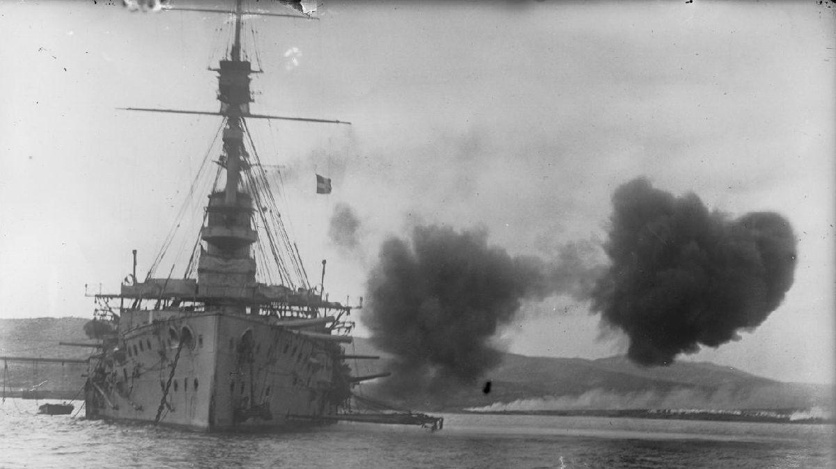 Evacuation de la baie de Suvla, Dardanelles, presqu'ile de Gallipoli, janvier 1916 (photo agence Ro, gallica.bnf, Site centenaire.org.fr)