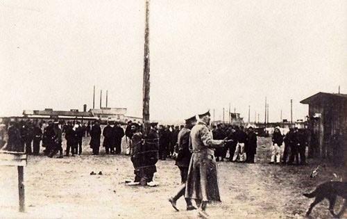 Prisonniers punis de « poteau » à l'extérieur (site milguerres.unblog.fr)