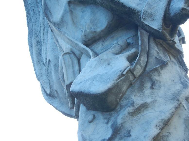Le soldat du monument aux morts de Passy : bidon du poilu (cliché Bernard Théry)