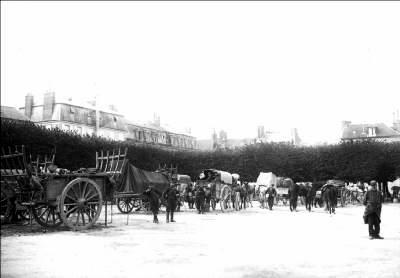 Train des équipages place du Palais à Compiègne fin 1914 (site compiegne1914)
