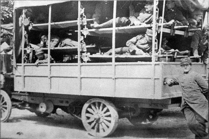 Camion de transport de blessés (Wikipedia, art. Service de santé des armées)
