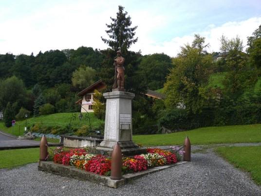 Monument aux morts de Domancy, commune voisine de Passy (site monumentsmorts.univ-lille3.fr)
