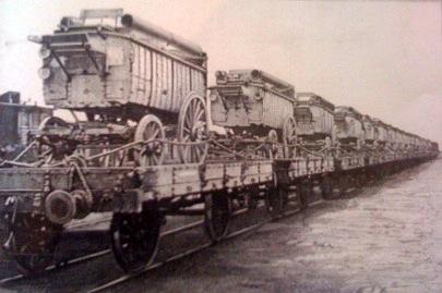 Fours Lespinasses amarrés sur des wagons plates-formes (site compagnons-boulangers-patissiers.com, le pain dans la Grande Guerre)