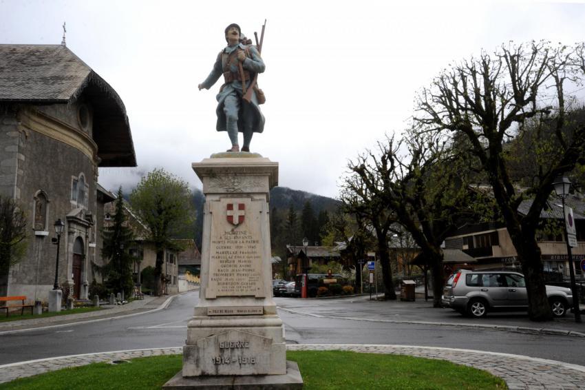 Statue du monument aux morts de Morzine en Haute-Savoie (site monumentsmorts.univ-lille3.fr)