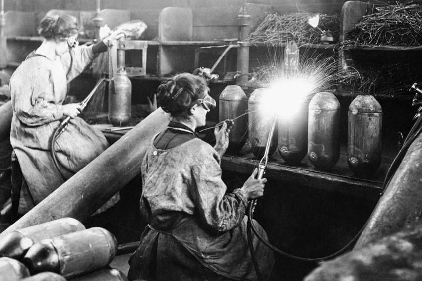 Femmes en usine (site rfi.fr)