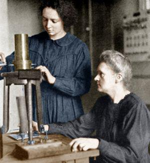 Marie Curie et sa fille Irène à l'institut du radium en 1921 (photo Rue des Archives, site du Figaro.fr/histoire/centenaire-14-18)