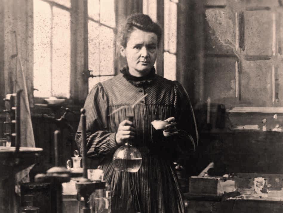 Marie Curie au laboratoire (site serious-scvience.org)