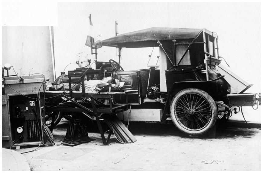 Une voiture radiologique de la Première Guerre Mondiale (site laboiteverte.fr)
