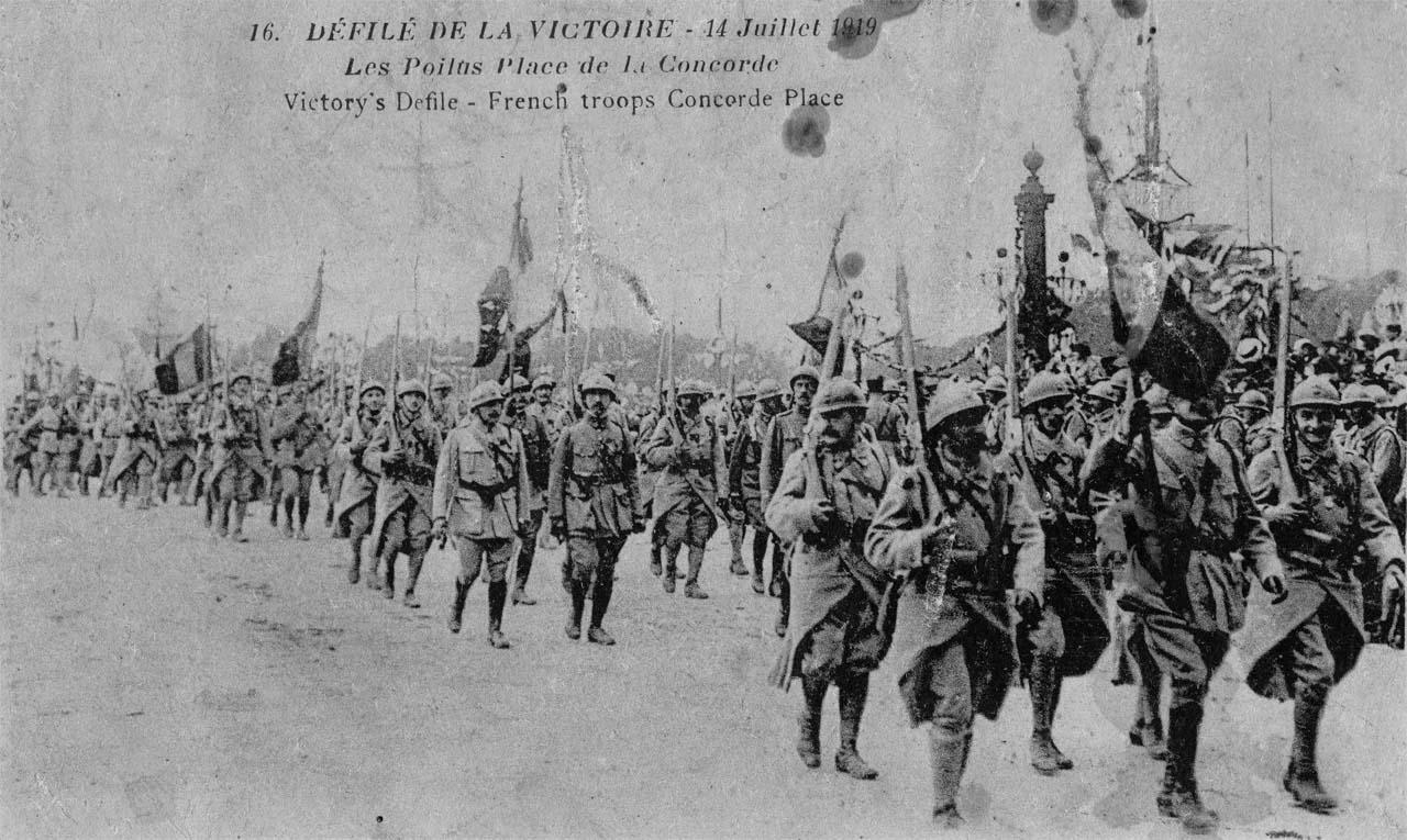 Paris, Fêtes de la Victoire, 14 juillet 1919 : le défilé des troupes françaises Place de la Concorde (site guy.joly1.free.fr)