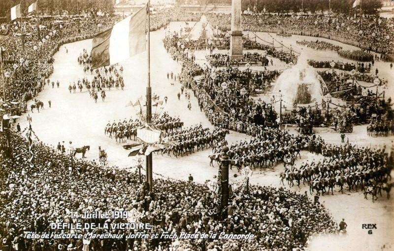 Défilé de la Victoire, 14 juillet 1919 : Panorama de la Place de la Concorde (site guy.joly1.free.fr)