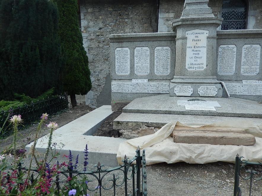Travaux de consolidation du monument aux morts de Passy : vue d'ensemble de la ceinture (cliché Bernard Théry, 9 octobre 2016)