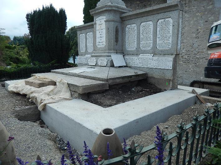 Travaux de consolidation du monument aux morts de Passy : partie droite de la ceinture (cliché Bernard Théry, 9 octobre 2016)