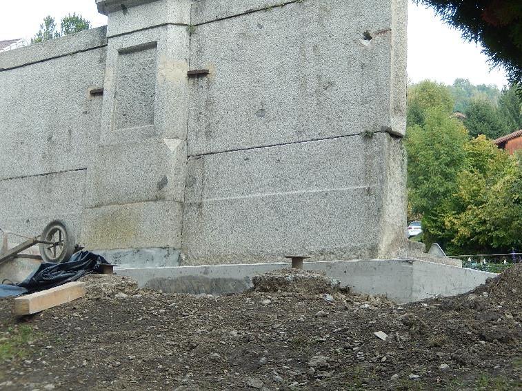 Travaux de consolidation du monument aux morts de Passy : vue arrière de la ceinture (cliché Bernard Théry, 9 octobre 2016)