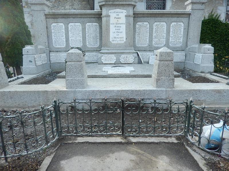 Travaux de consolidation du monument aux morts de Passy : vue de face (cliché Bernard Théry, 19 octobre 2016)