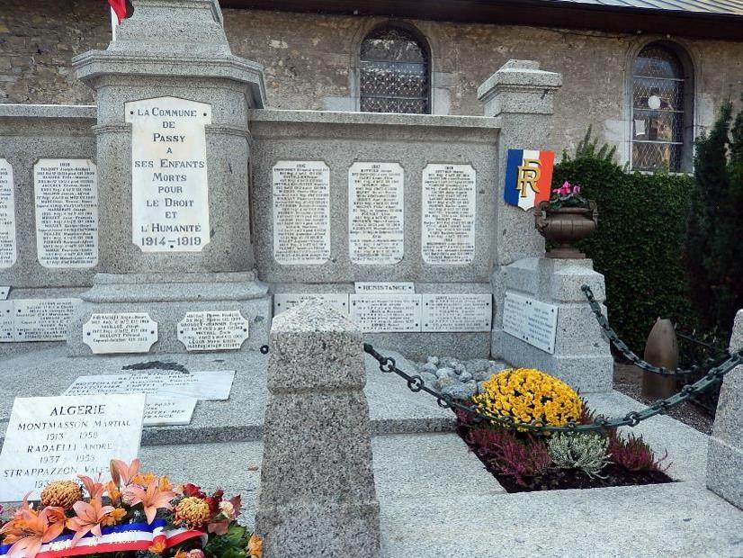 Monument  aux morts de Passy, côté droit (cliché Bernard Théry, 13 novembre 2016)