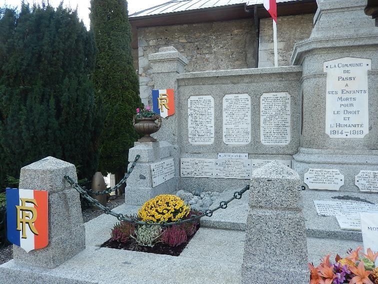 Monument  aux morts de Passy, côté gauche (cliché Bernard Théry, 13 novembre 2016)