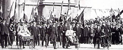 Défilé de la Victoire, 14 juillet 1919 : les Gueules cassées (site edwige.roland)