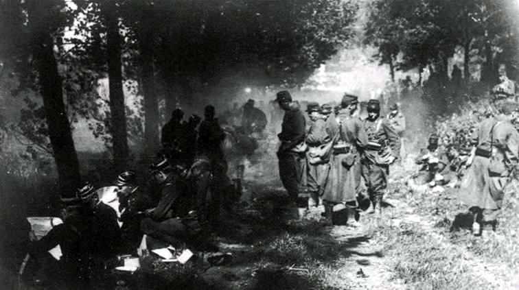 Troupes coloniales en manœuvre, août 1914 (Site de l'Amicale des Anciens du 2ème RIC, site quemeneven1418.org)