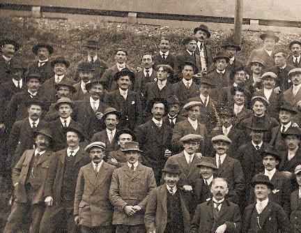 Anniversaire de l'Armistice. Passy, 9 novembre 1919. Partie gauche (Document famille Devillaz, Passy)