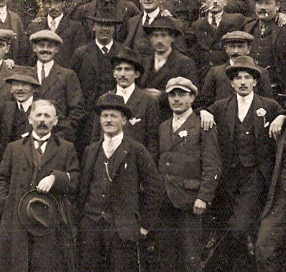 Anniversaire de l'Armistice. Passy, 9 novembre 1919. Partie du centre en bas (Document famille Devillaz, Passy)