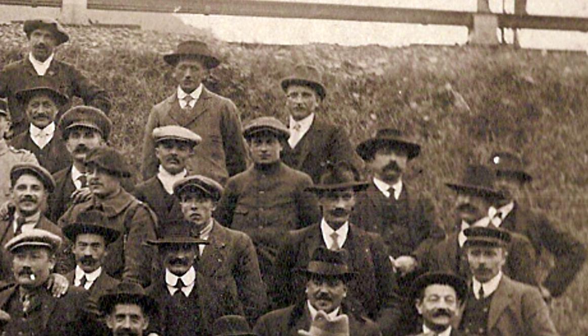 Anniversaire de l'Armistice. Passy, 9 novembre 1919. Partie droite en haut (Document famille Devillaz, Passy)