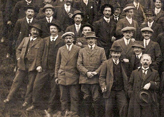 Anniversaire de l'Armistice. Passy, 9 novembre 1919. Partie gauche en bas (Document famille Devillaz, Passy)