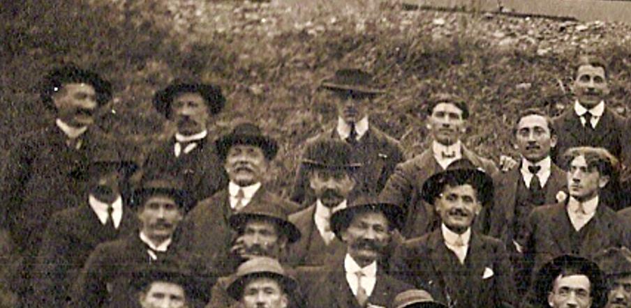 Anniversaire de l'Armistice. Passy, 9 novembre 1919. Partie gauche en haut (Document famille Devillaz, Passy)