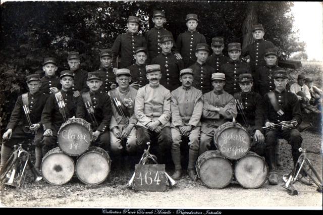Des recrues de la classe 1918, au sein du 164ème RI. (site photos1418)