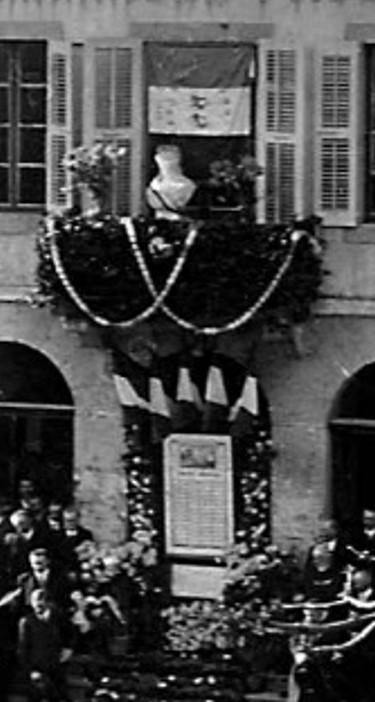 Cérémonie du 11 novembre 1920 devant la mairie de Passy, détail (Coll. Serge Ravasi, in P. Dupraz, op. cit. p. 136)