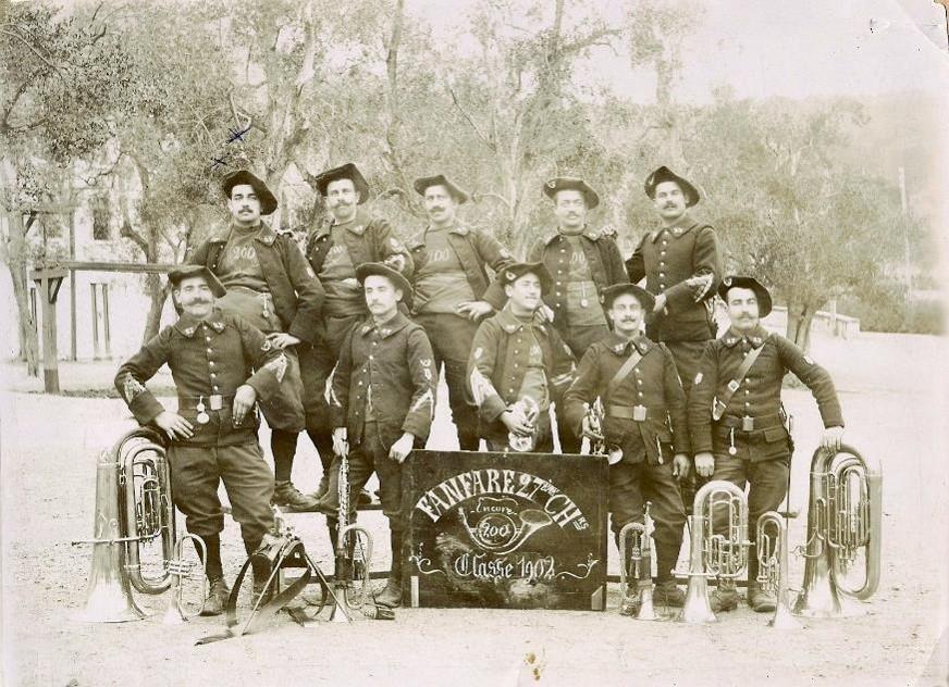 Fanfare du 27e Bataillon de Chasseurs Alpins, Menton, 1902 (site entrelesjas.over-blog.com)
