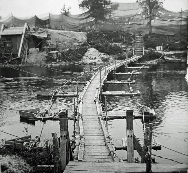 Passerelle sur la Meuse (site pages14-18.mesdiscussions.net, pont barques, sujet 776)