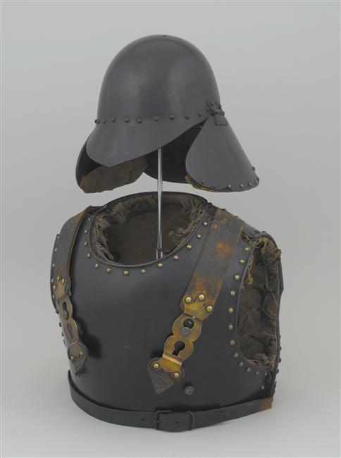 Cuirasse et pot-en-tête de sapeur du génie, modèle 1833 (site collections.musee-armée.fr)