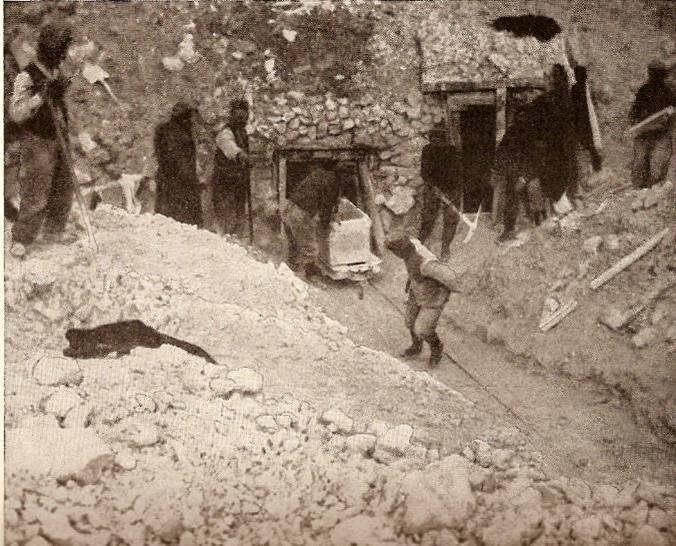 Sapeurs creusant une mine (LAR 1916, p.215)